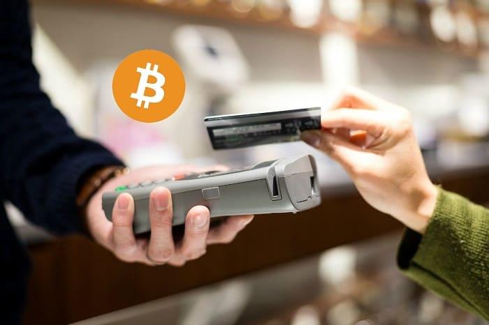 クレジットカードで仮想通貨決済する写真