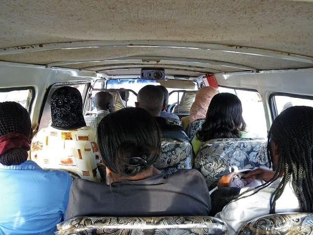 ウガンダで改造されてタクシーとして使われているハイエースの内部
